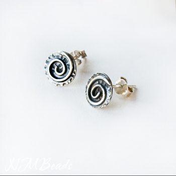 El Yapımı Gümüş Spiral Desenli Minimalist Disk Küpe