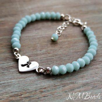 Harf Baskılı Kalpli Cocuk Bilekliği Mavi Kristalli – Gümüş